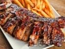 Рецепта Тексаски бавно печени свински ребра печени на фурна под фолио с кафява захар и барбекю сос